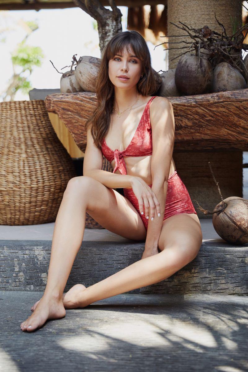 Balistarz-model-Jacqueline-Graba-beach-style-red-bikini-fullshot-portrait