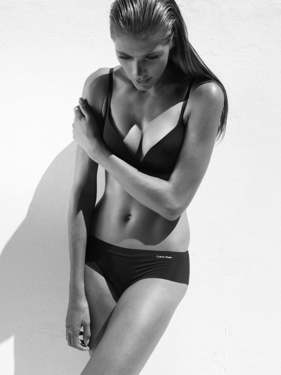 Balistarz-model-Jo-Marie-calvin-klein-bikini-black-and-white