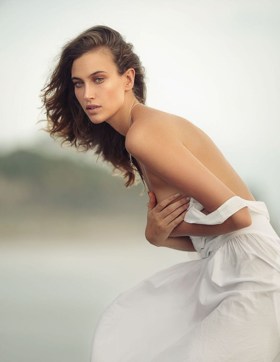 Balistarz-model-Meg-Lindsay-white-dress-blurry-beach-windy