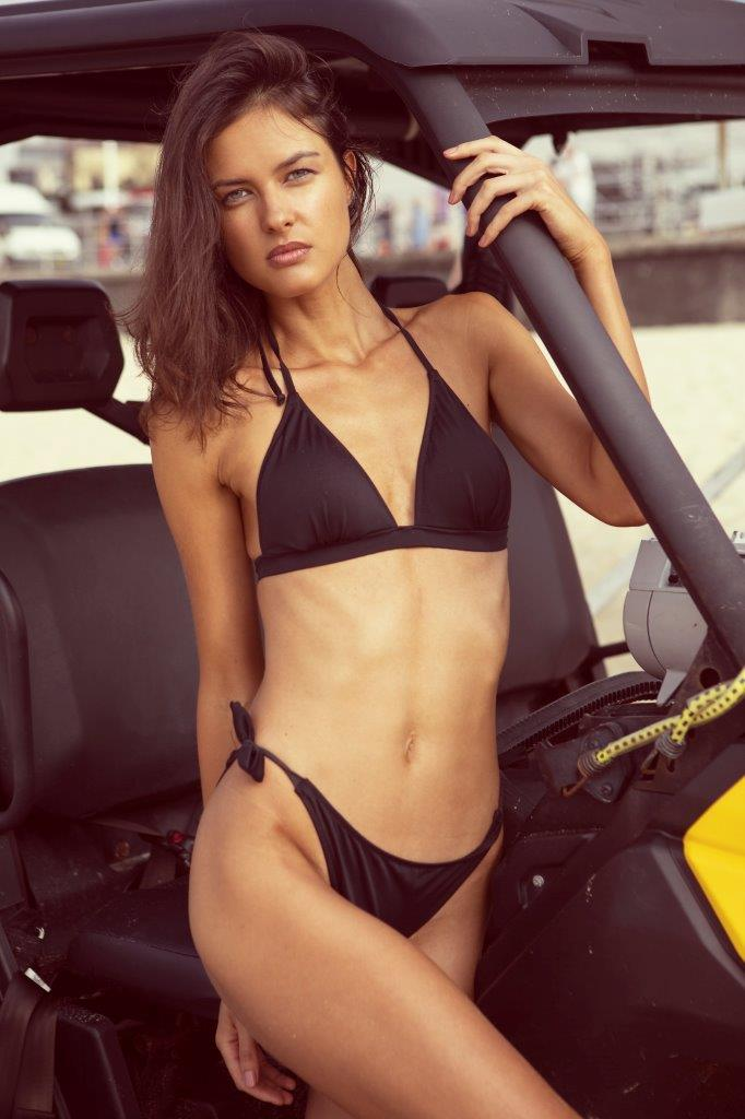 Balistarz-model-Aleksandra-Solokova-portrait-beach-shoot-in-a-black-bikini-in-a-beach-car