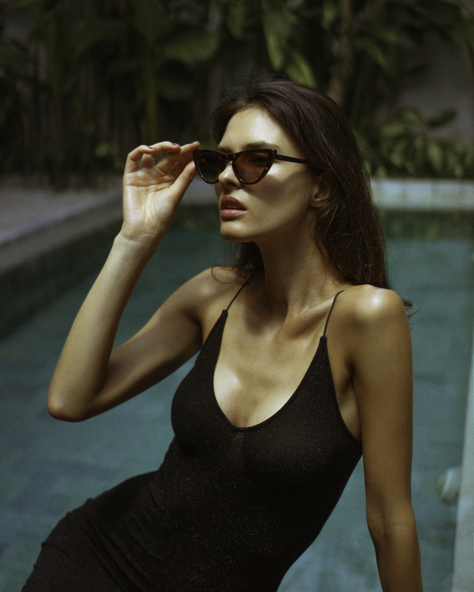 Balistarz-model-Aleksandra-Solokova-portrait-shoot-with-glasses-near-pool