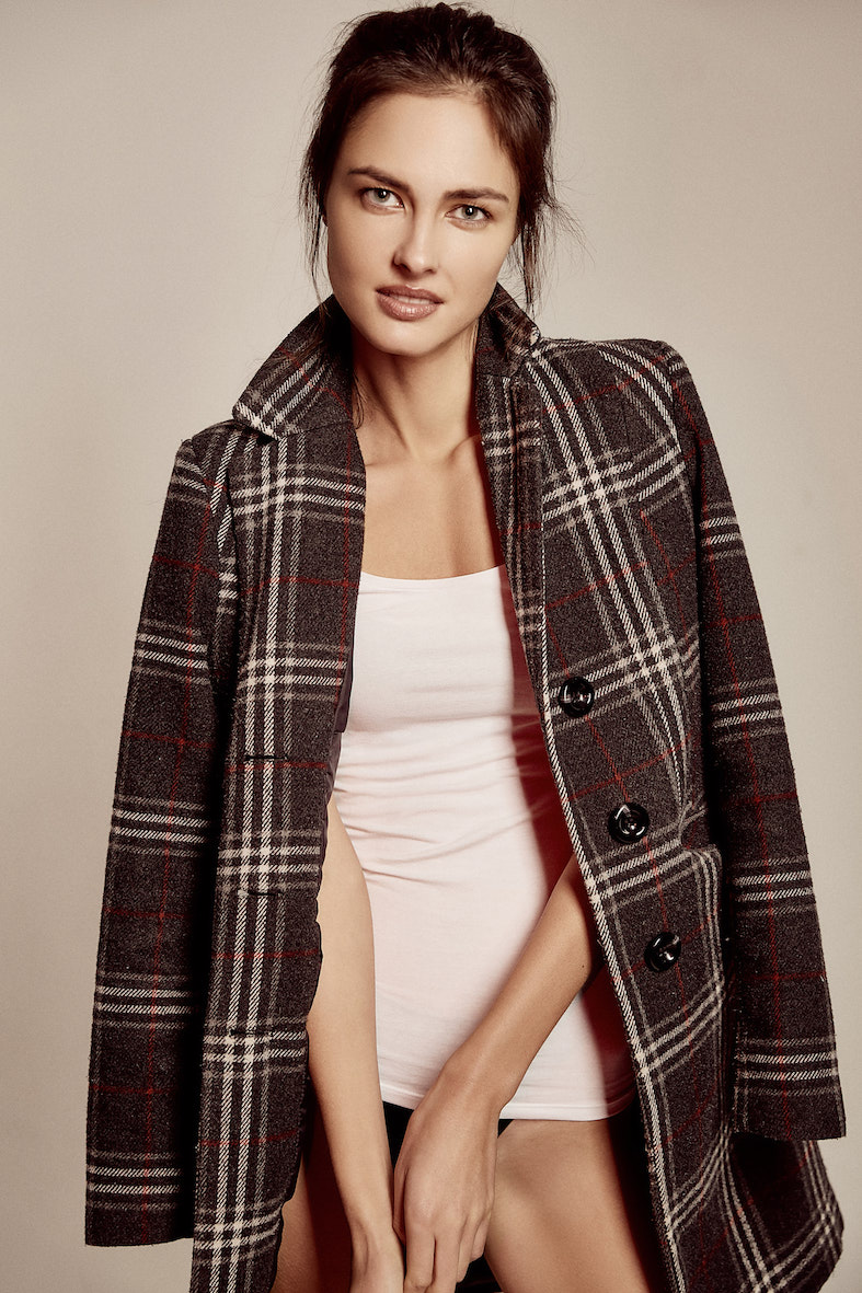 Balistarz-model-Aleksandra-Solokova-portrait-shoot-with-a-plaid-coat-over-her-shoulders