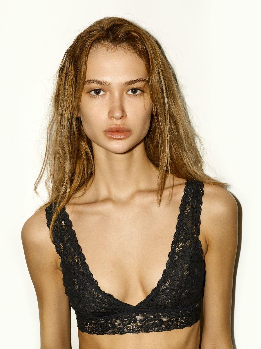 Balistarz-model-Alena-Samoshkina-portrait-shoot-black-bra-blonde-hair