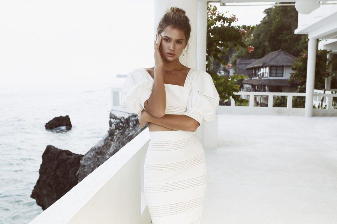Balistarz-model-Alena-Samoshkina-landscape-shoot-in-a-white-stylish-outfit-in-a-villa