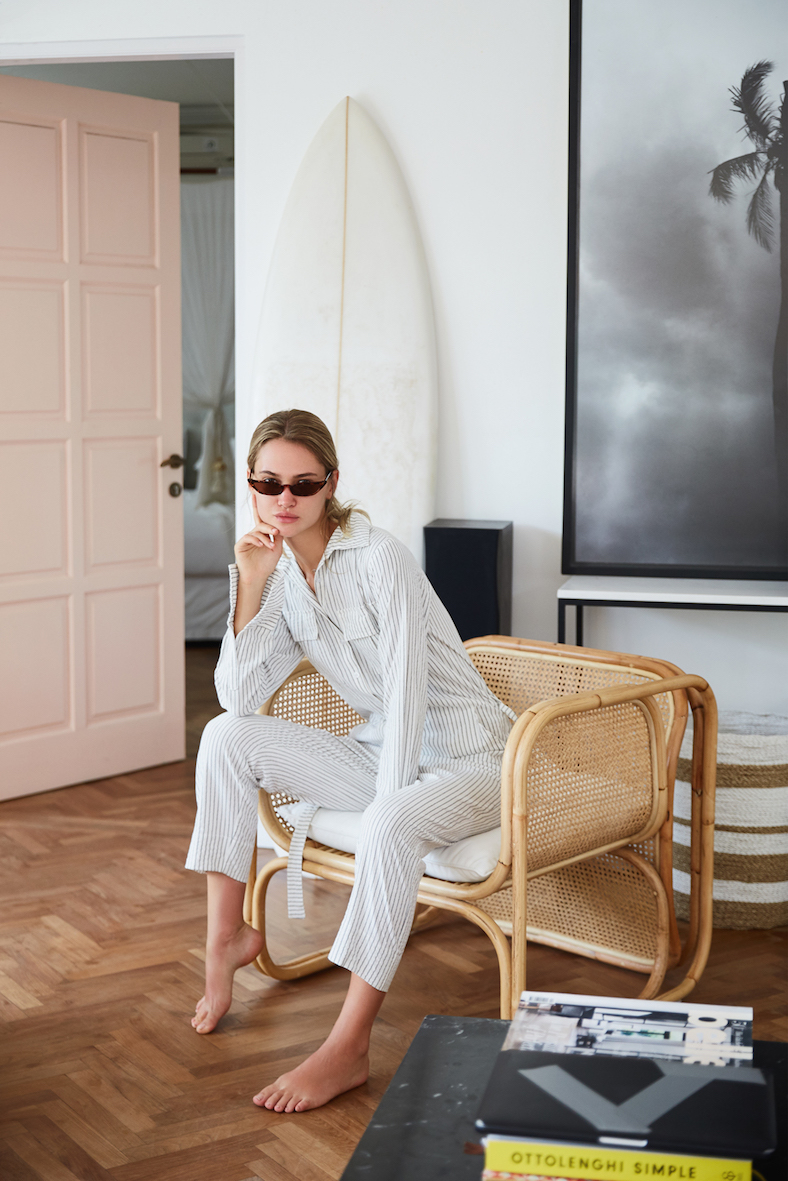 Balistarz-model-Alena-Samoshkina-portrait-shoot-sitting-on-a-chair-with-a-surfboard-at-home