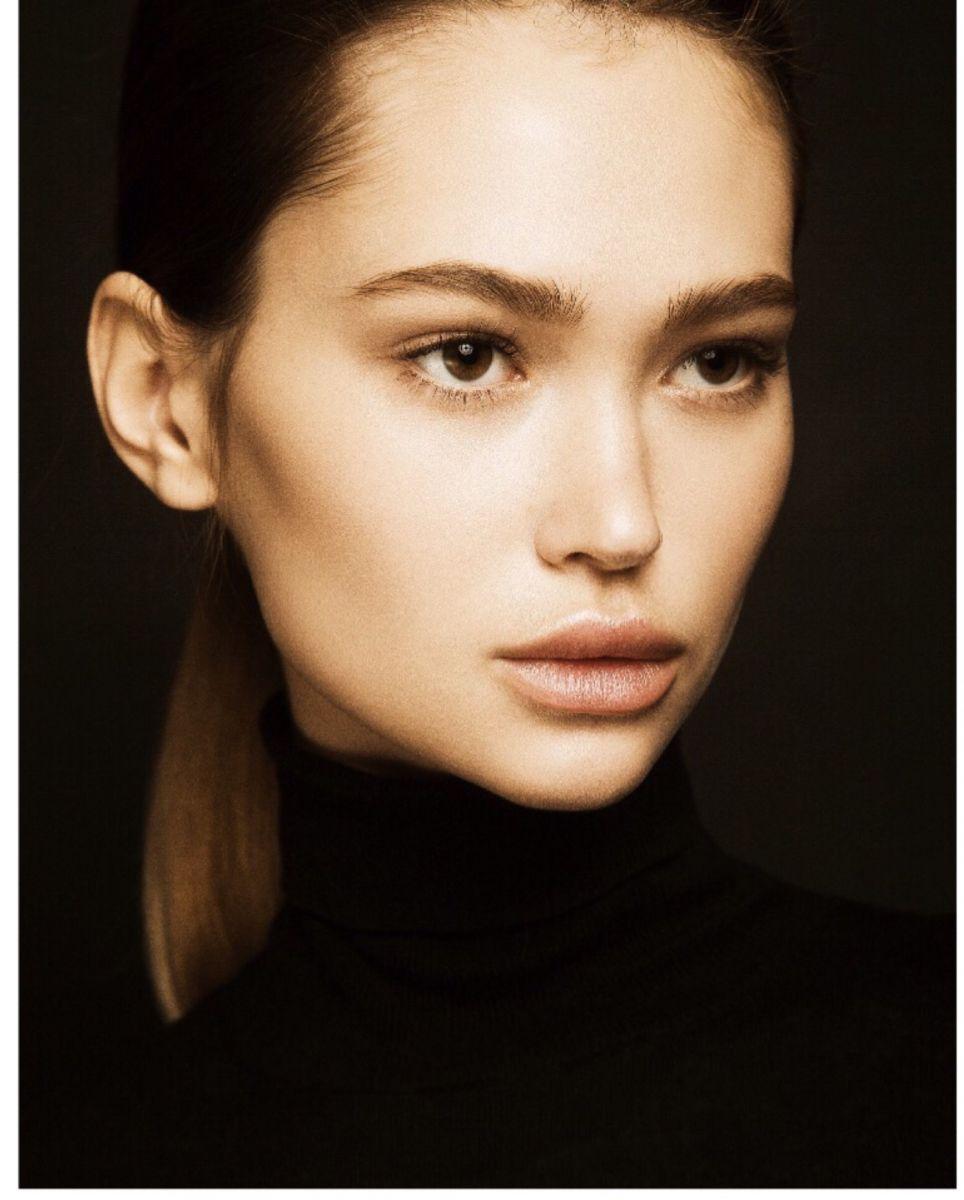 Balistarz-model-Alena-Samoshkina-dark-headshot-shoot-portrait-black-clothes
