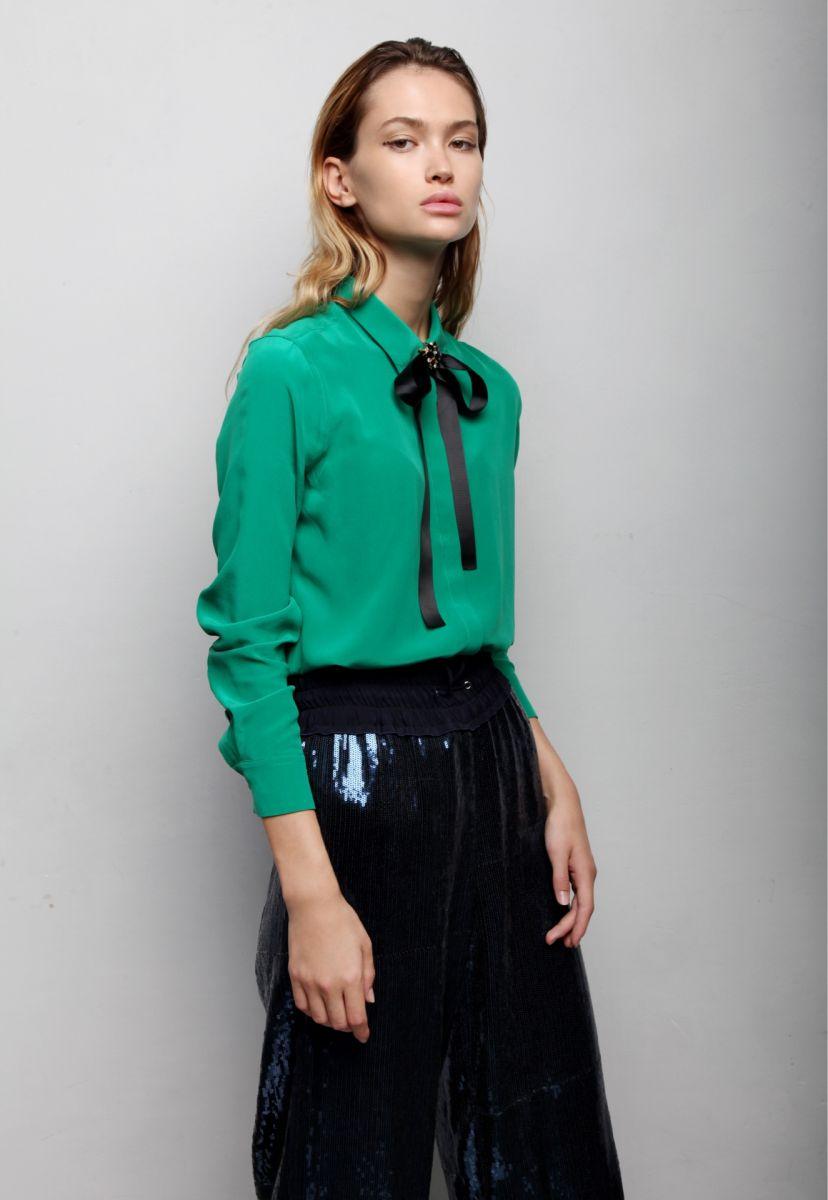 Balistarz-model-Alena-Samoshkina-shoot-green-shirt-with-black-pants