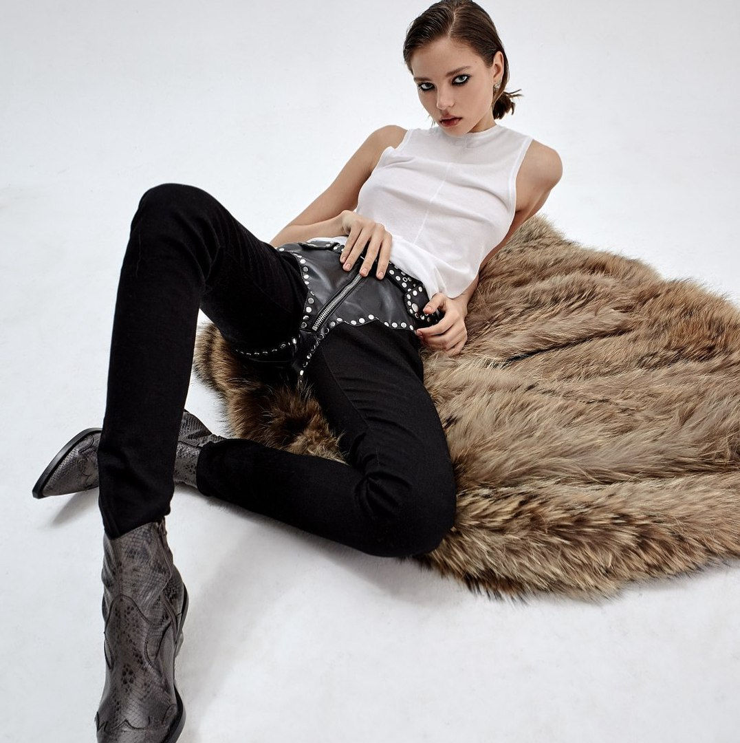 Balistarz-model-Alesya-Kaflenikova-portrait-shoot-laying-on-fur-coat-with-boots-and-a-white-shirt