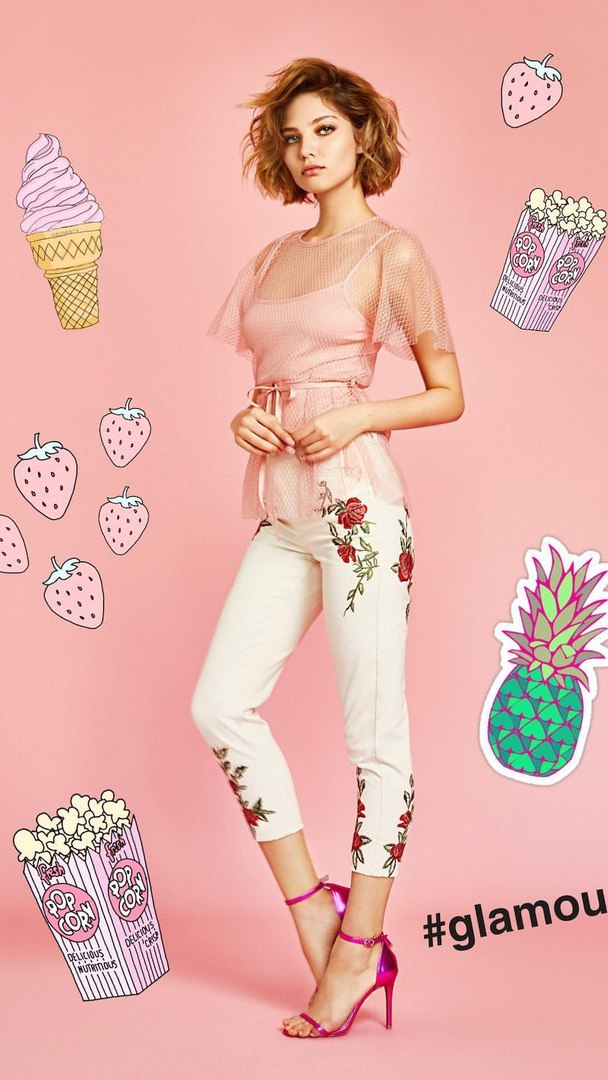 Balistarz-model-Aleysa-Kafelnikova-portrait-shoot-in-pink-and-flowers-with-ice-cream-glamou