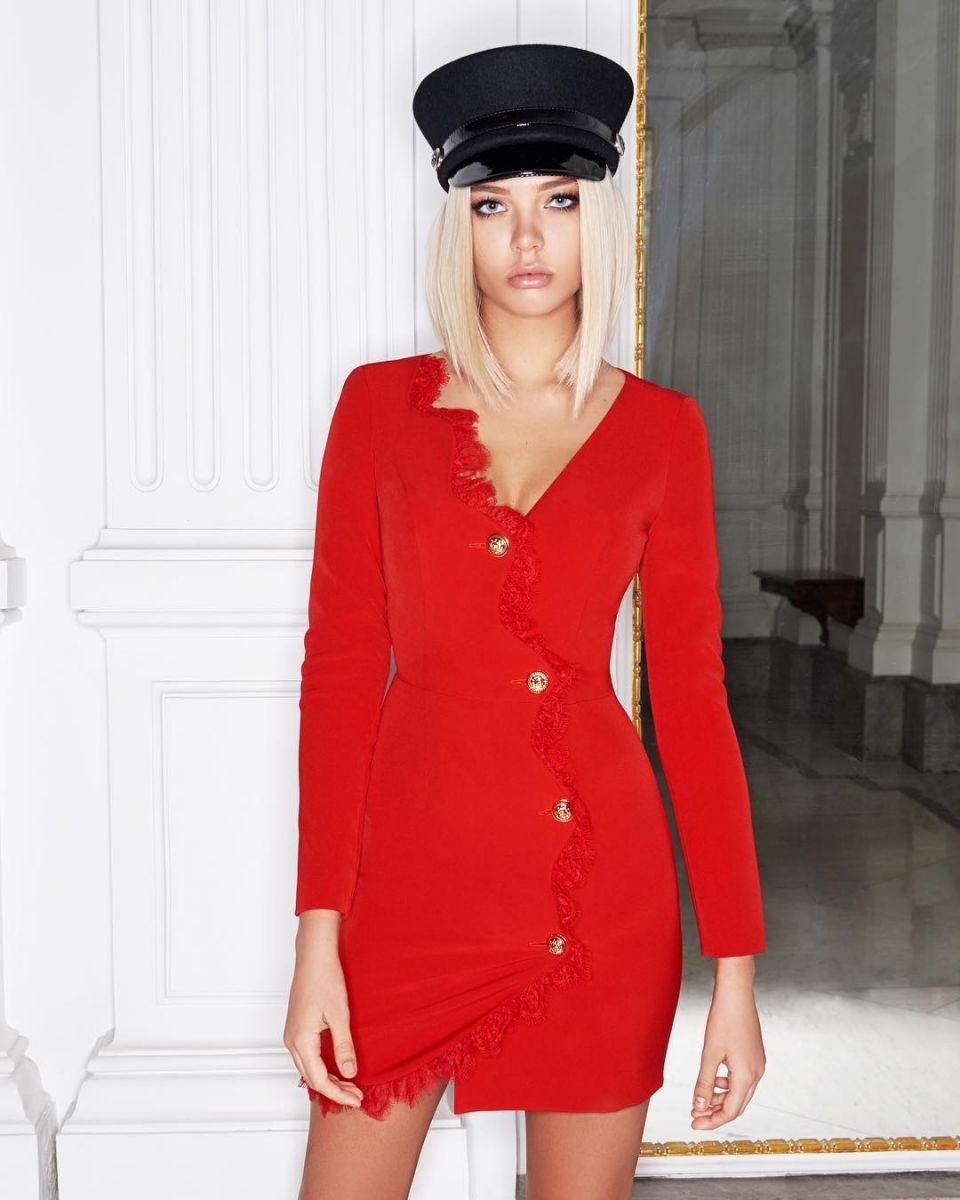 Balistarz-model-Alesya-Kafelnikova-portrait-shoot-in-a-red-dress-and-a-hat
