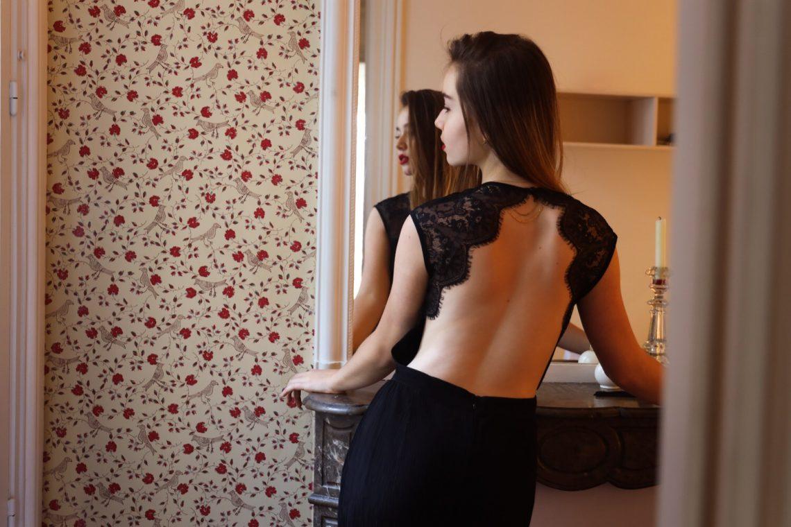 Balistarz-model-Anais-Chang-landscape-shoot-rose-wallpaper-mirror-black-dress