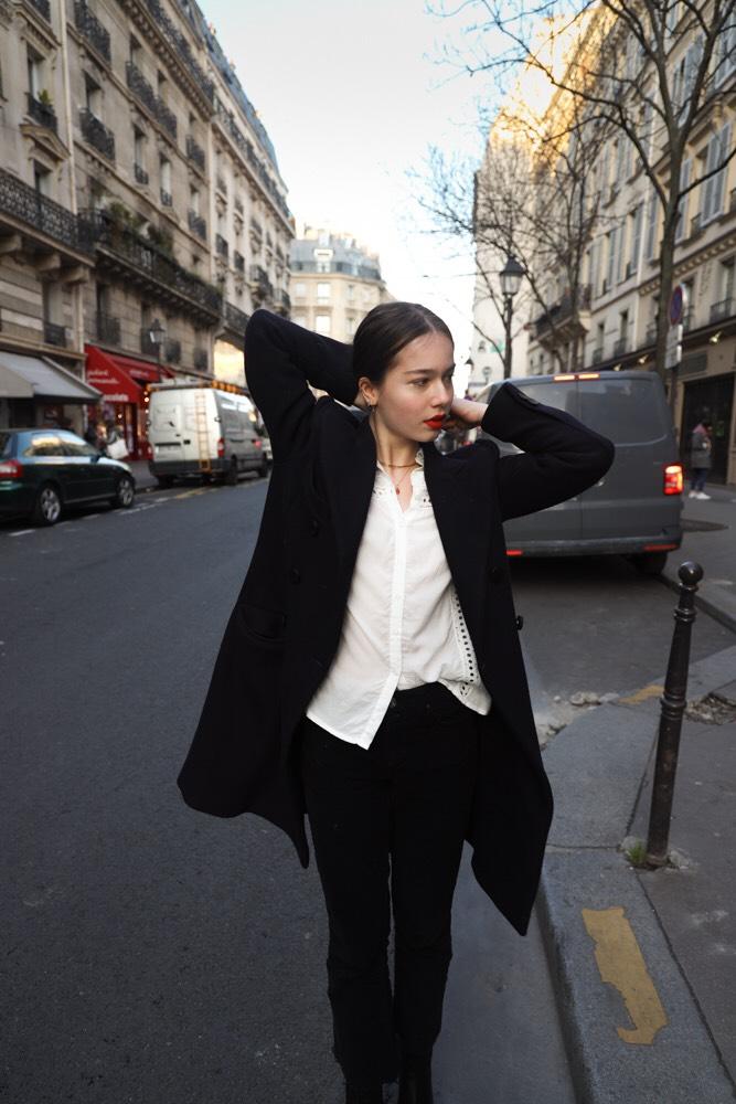 Balistarz-model-Anais-Chang-shoot-portrait-walking-black-suit