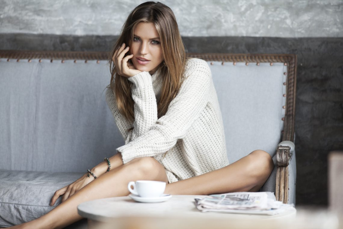 Balistarz-model-Anastasia-Bluemoloko-a-beautiful-girl-enjoys-her-coffee-time-at-comfortable-space