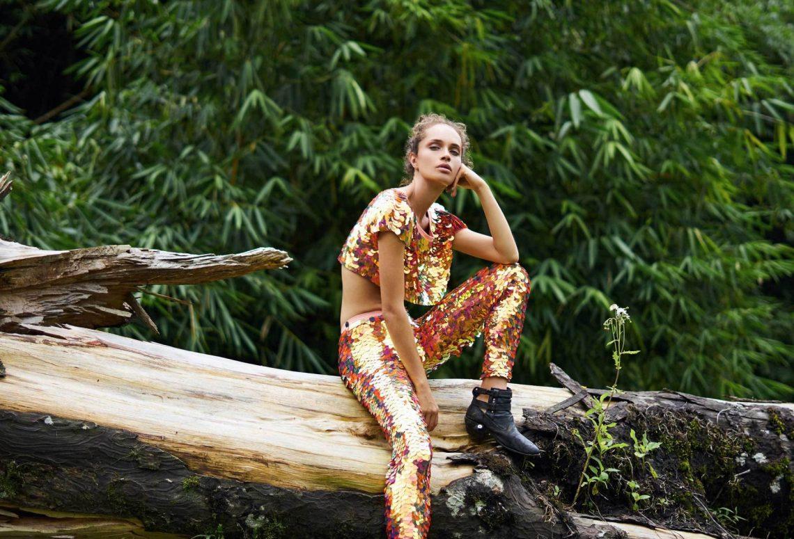 Balistarz-model-Anastasia-Yakhnina-landscape-shoot-tree-for-Rosa-Bloom-Indus-Sequin-Leggings