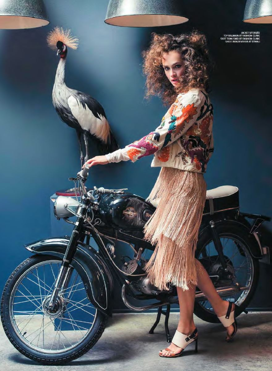 Balistarz-model-Anastasia-Yakhnina-portrait-shoot-with-a-bike-and-a-bird