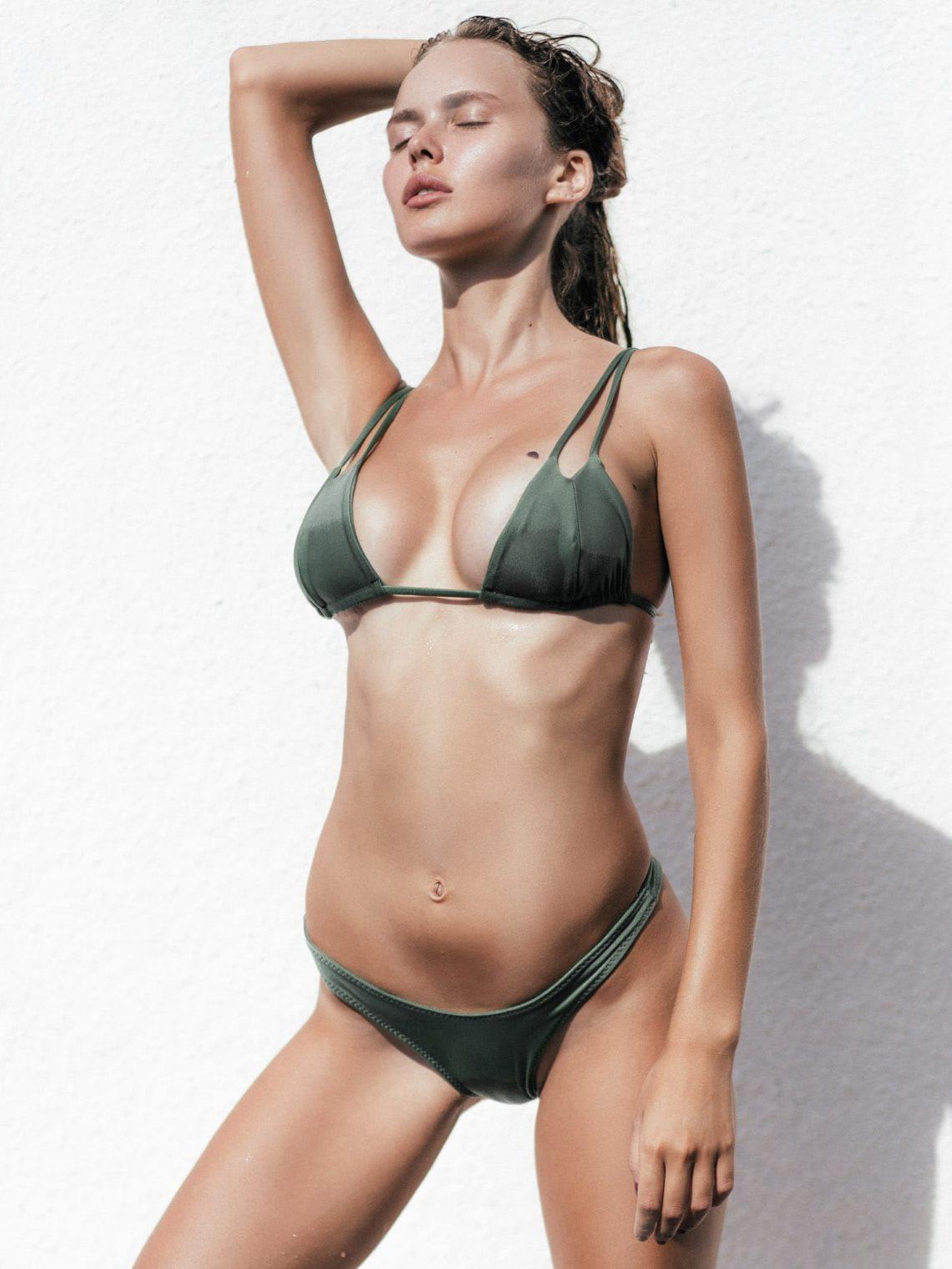 Balistarz-model-Angelina-Boyko-portrait-shoot-in-a-dark-green-bikini