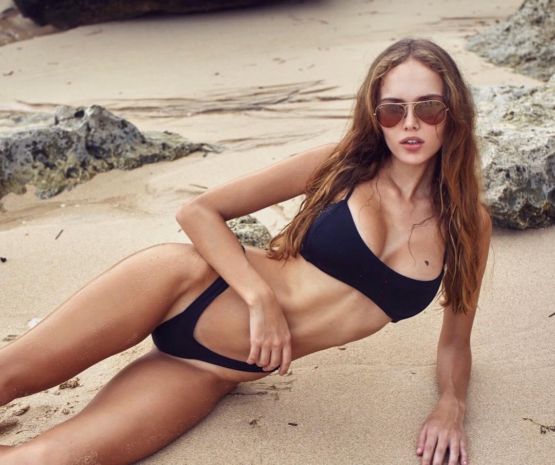 Balistarz-model-Angelina-Boyko-landscape-shoot-relaxing-on-the-sand-in-a-bikini