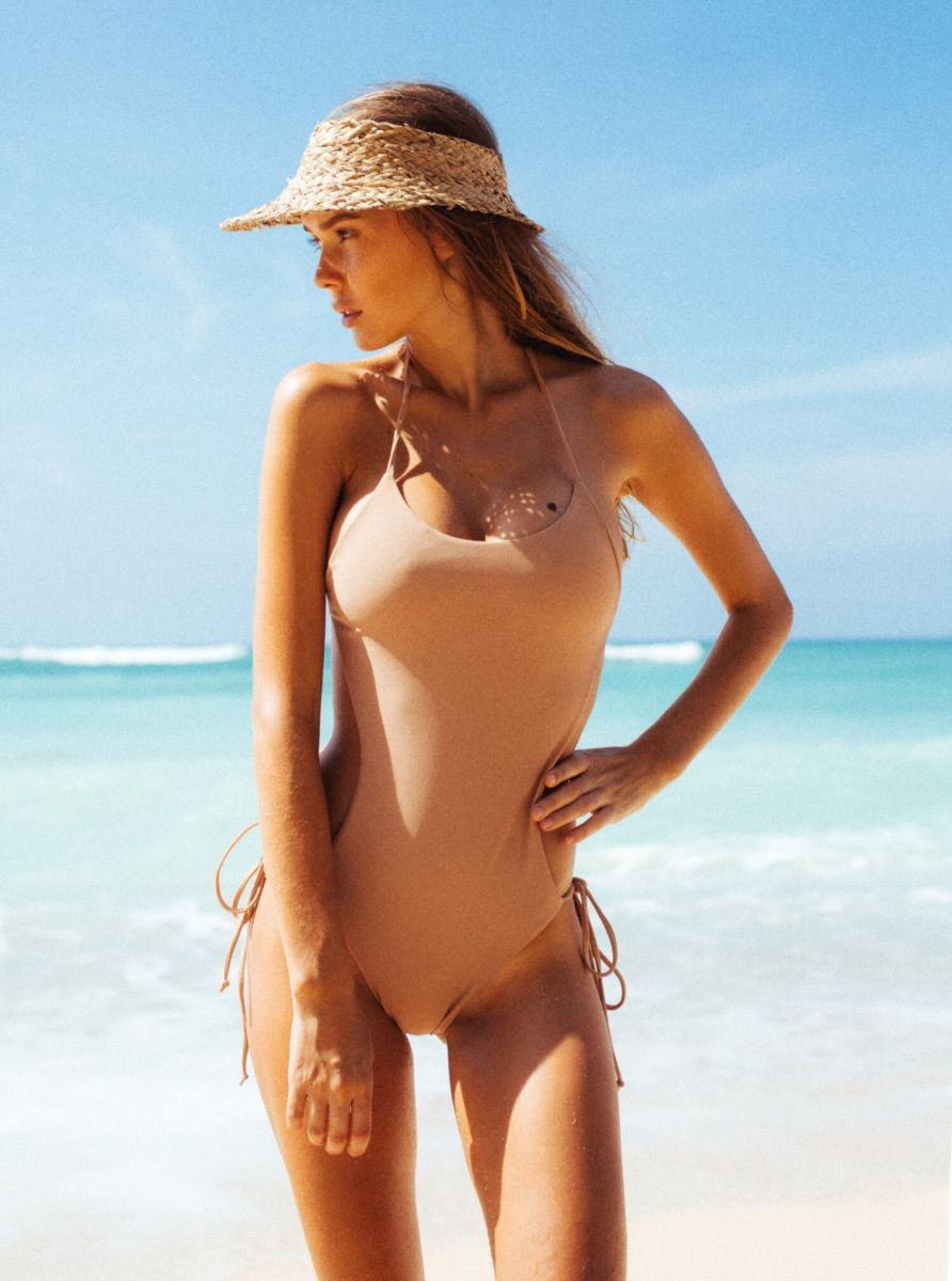 Balistarz-model-Angelina-Boyko-portrait-sunny-beach-shoot-in-a-tankini-on-the-shore-with-the-beautiful-blue-water