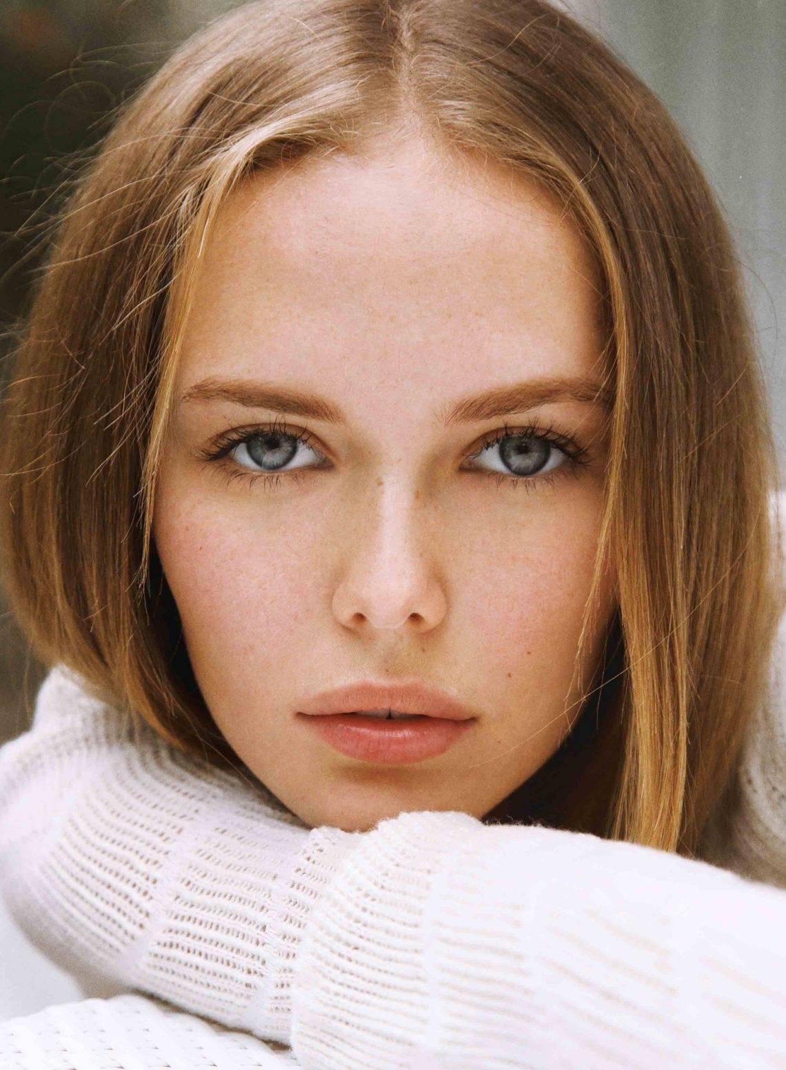 Balistarz-model-Angelina-Boyko-headshot-portrait-shoot-relaxing-on-her-arm