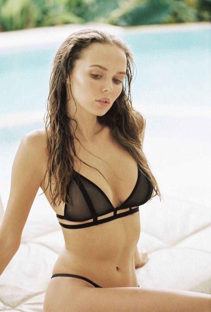 Balistarz-model-Angelina-Boyko-portrait-shoot-on-the-poolside-in-a-black-bikini