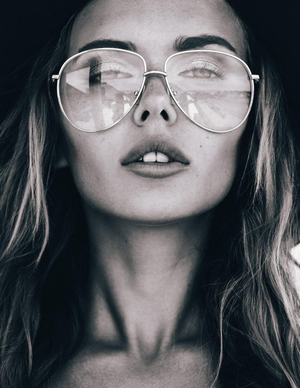 Balistarz-model-Angelina-Boyko-headshot-portrait-black-and-white-shoot-with-glasses