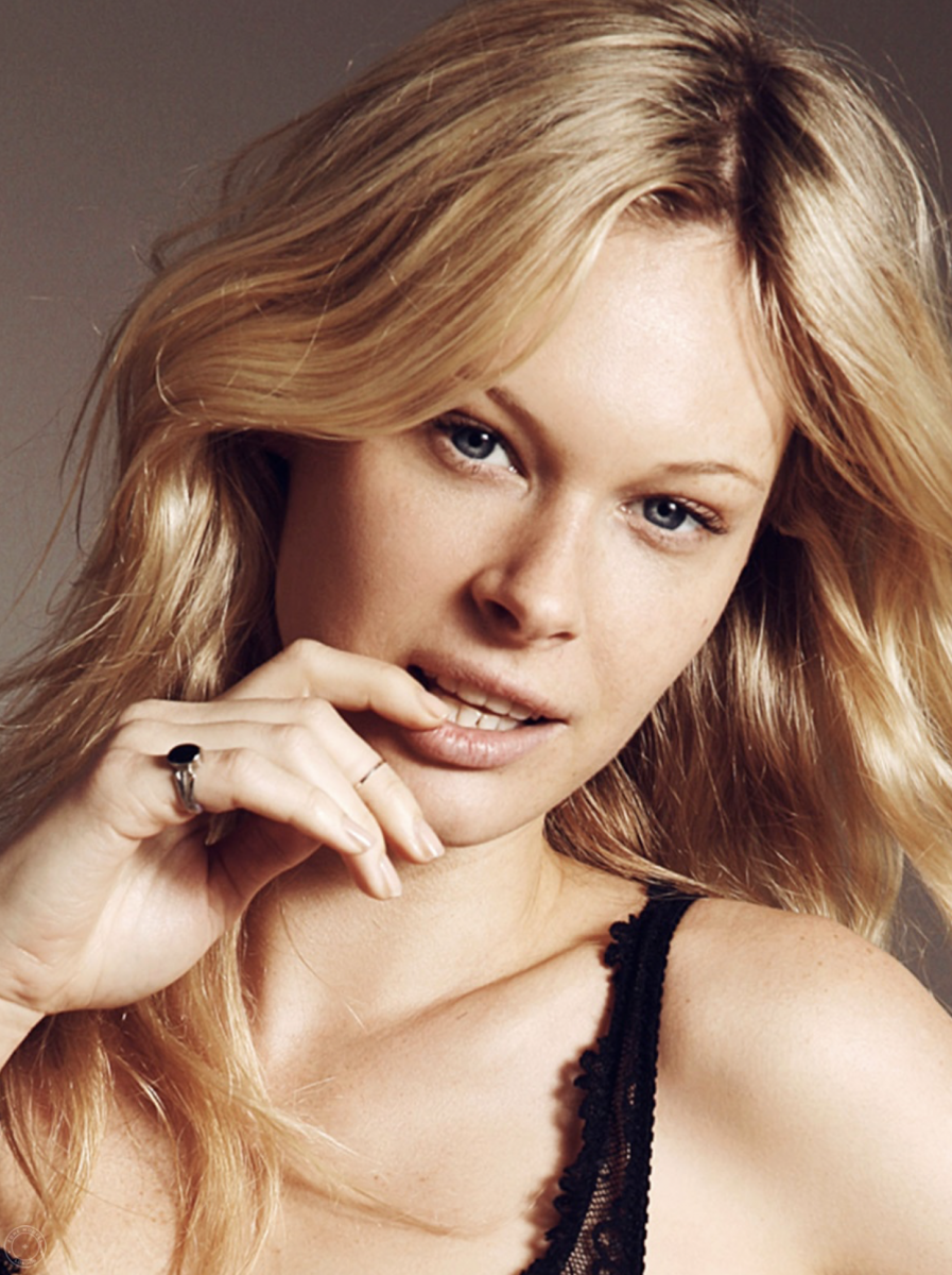 Balistarz-model-Anna-Hudson-headshot-portrait-profile-portfolio