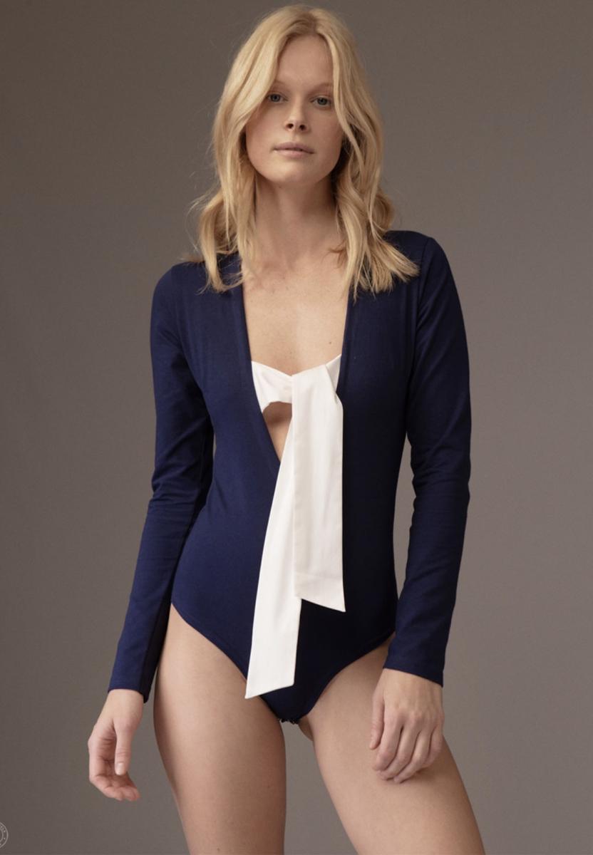 Balistarz-model-Anna-Hudson-stylish-long-sleeves-bikini
