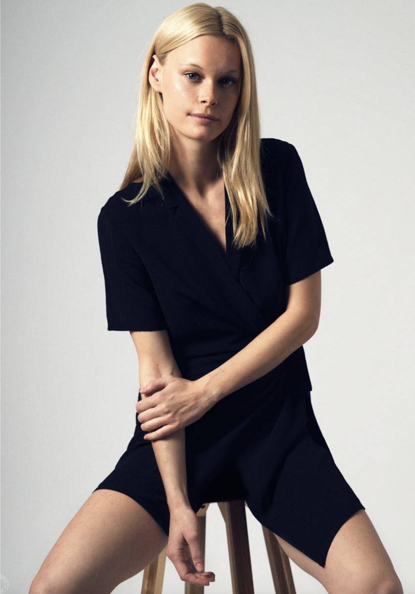 Balistarz-model-anna-Hudson-portrait-studio-shoot-wrapped-in-sexy-black