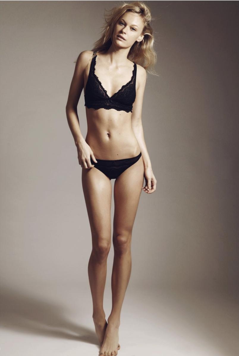 Balistarz-model-Anna-Hudson-full-body-profile-in-black-bikini