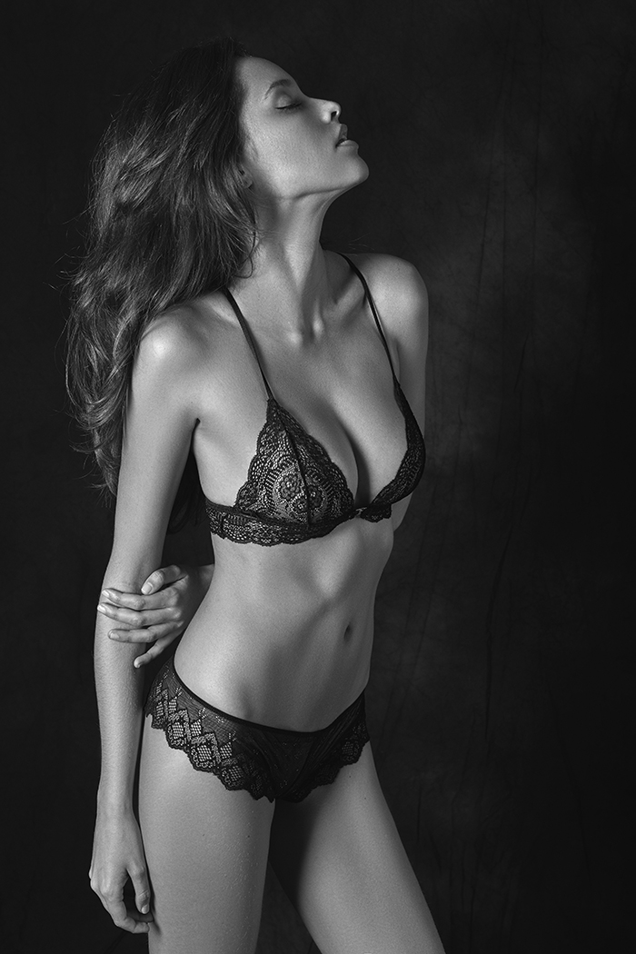 Balistarz-model-Anni-Baross-wearing-lingerie-with-a-striking-gorgeous-pose