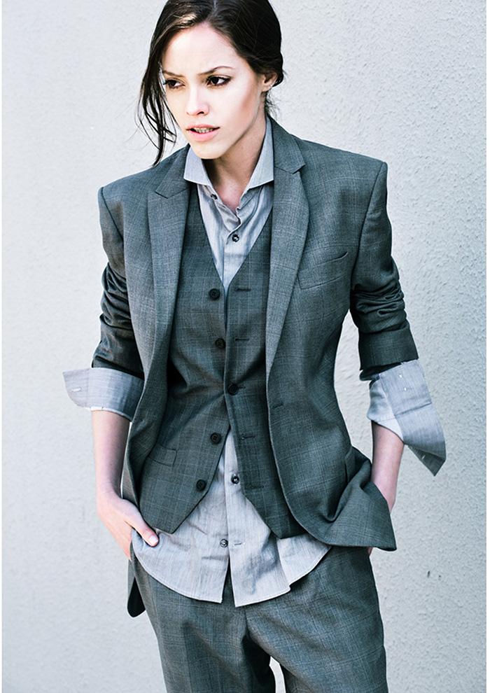 Balistarz-model-Anni-Barros-in-a-fashion-suit-looking-very-fancy