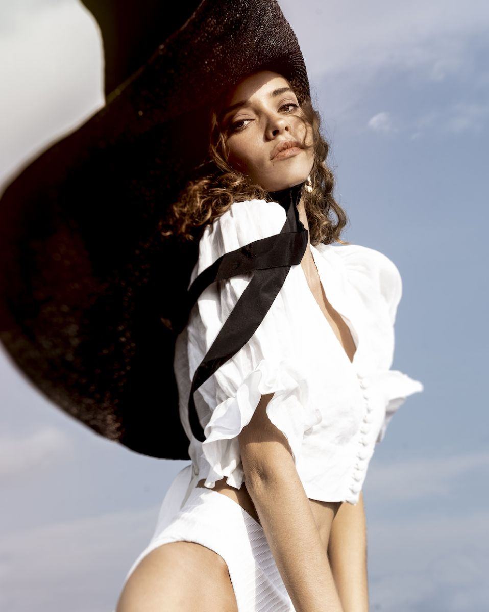 Balistarz-model-Anni-De-Barros-portrait-fancy-shoot-with-a-big-hat