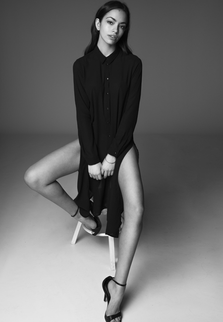 Balistarz-model-Arielle-Panta-Black-and-white-shoot-casual-clothes-long-sleeve