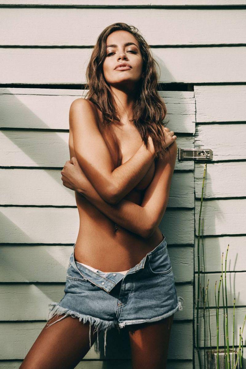 Balistarz-model-Arielle-Panta-shoot-old-school-white-house-seductive