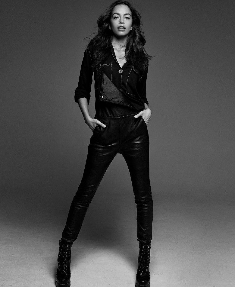 Balistarz-model-Arielle-Panta-black-and-white-shoot-fashion-clothes-pose