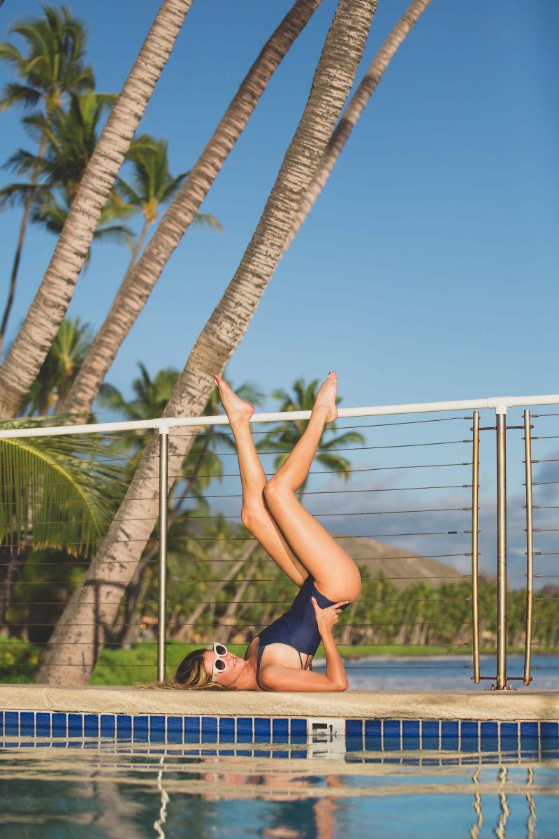 Balistarz-model-Brielle-Birkholm-casual-shoot-yoga-swimming-pool