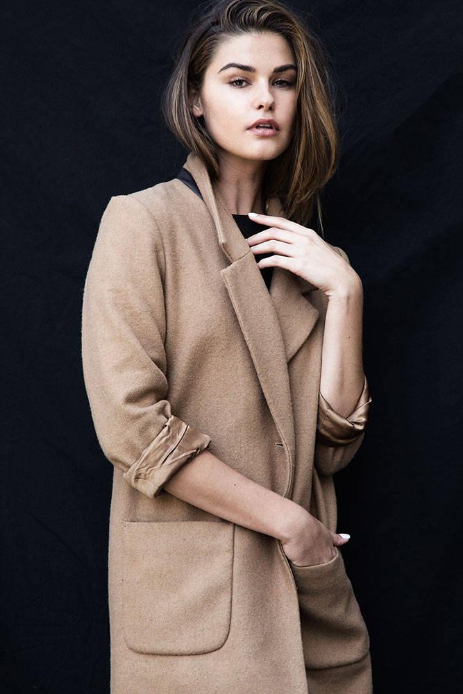 Balistarz-model-Brielle-Birkholm-detective-portrait-shoot-brown-coat