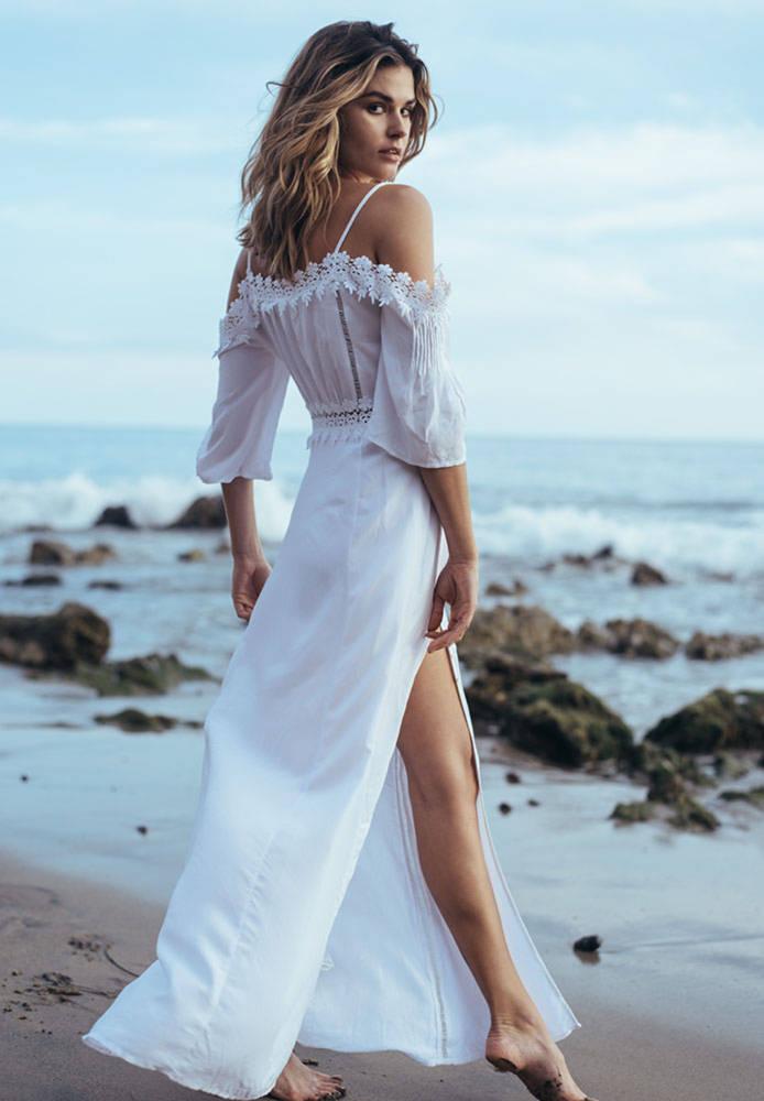 Balistarz-model-Brielle-Birkholm-beach-shoot-in-white-dress-portrait