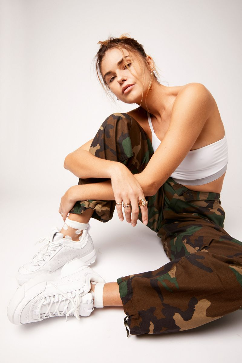 Balistarz-model-Brielle-Birkholm-camo-shoot-casual-white