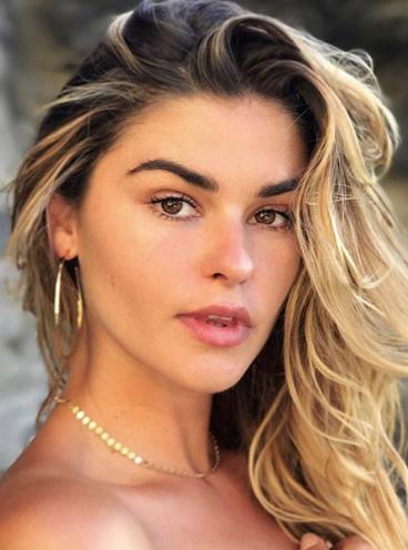 Balistarz-model-Brielle-Birkholm-headshot-head-tilt-beach