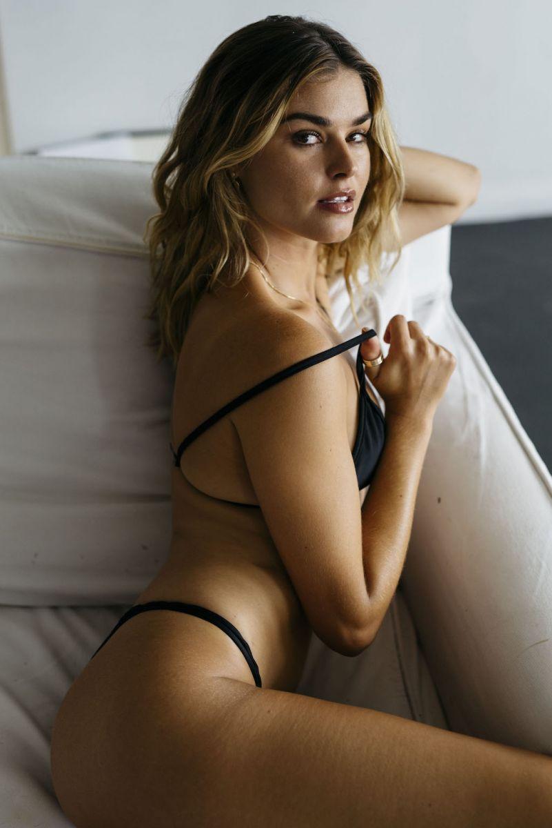 Balistarz-model-Brielle-Birkholm-potrait-casual-shoot-black-clothes