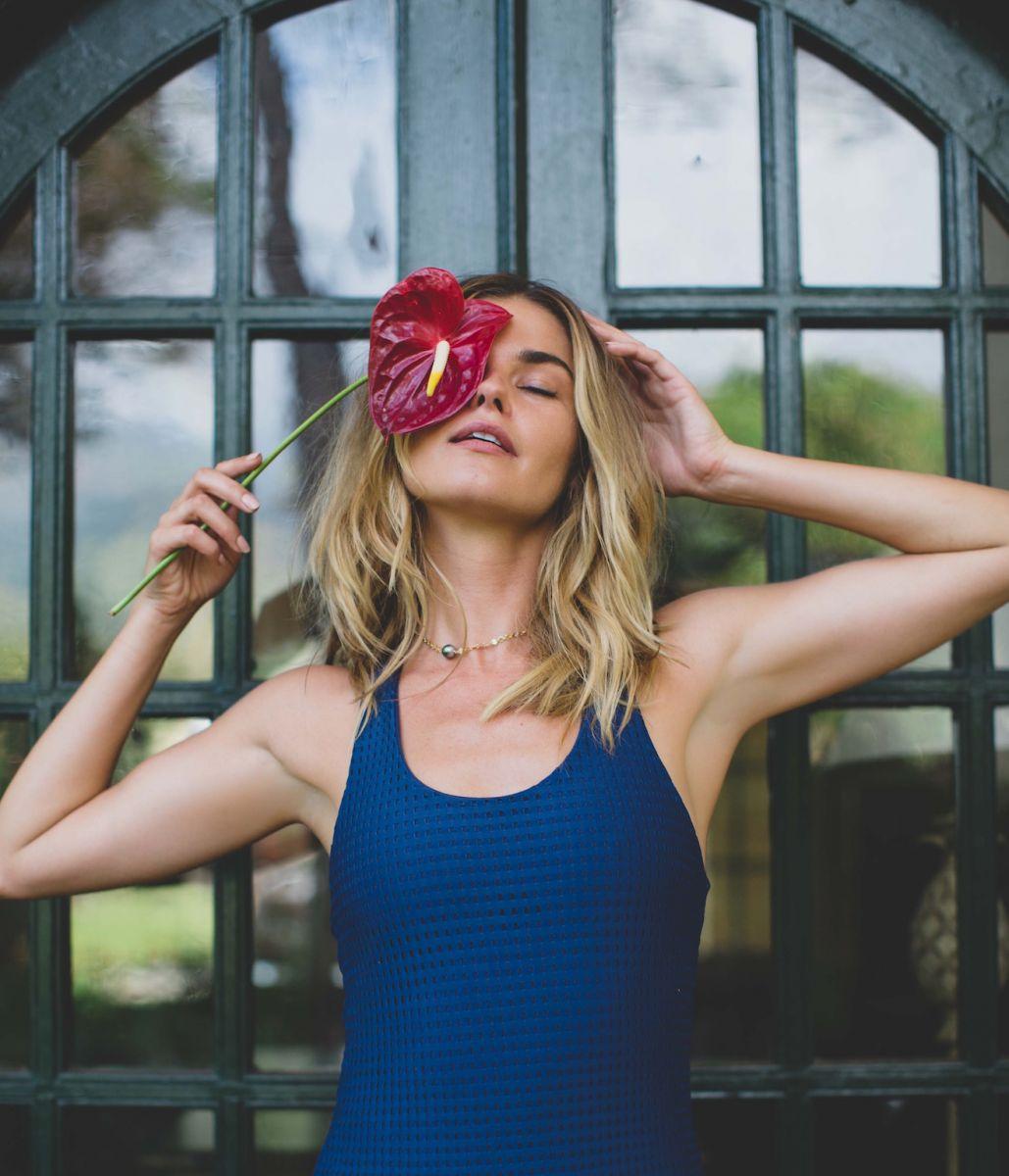 Balistarz-model-Brielle-Birkholm-profile-shoot-flower-eye-blue