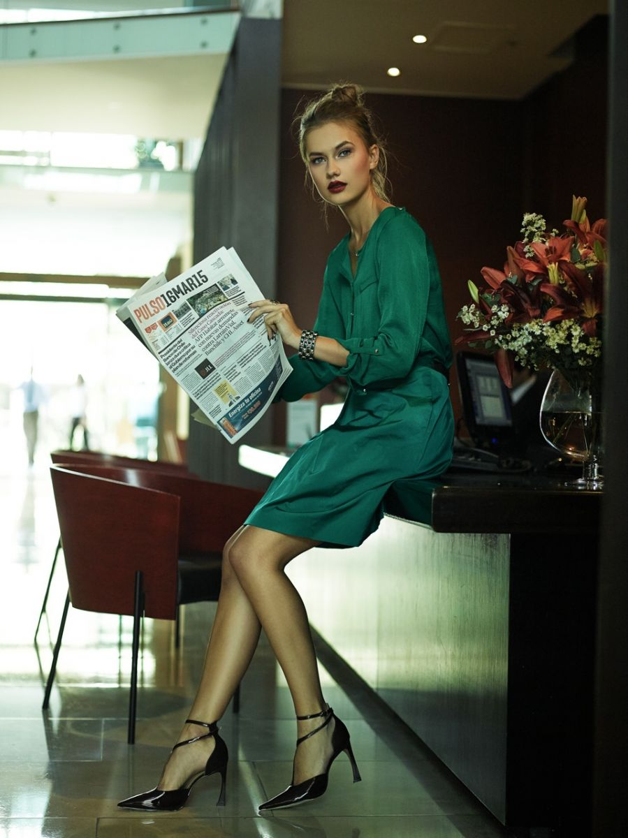 Balistarz-model-Brigita-Maldutyte-portrait-shoot-in-a-green-dress-for-Vanidades-Magazine