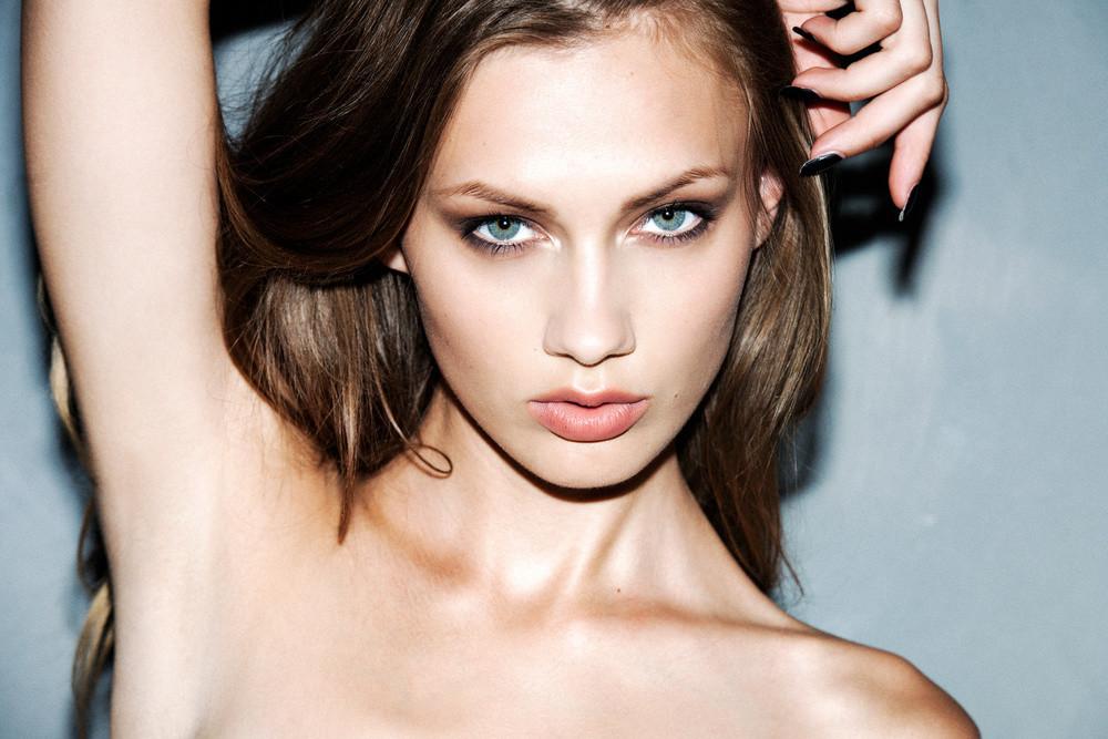 Balistarz-model-Brigita-Maldutyte-headshot-landscape-shoot