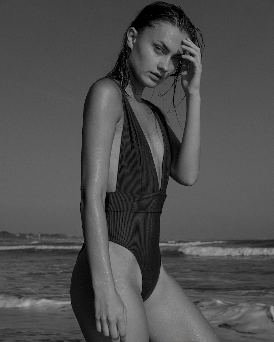 Balistarz-model-Brigita-Maldutyte-portrait-black-and-white-beach-shoot-with-waves