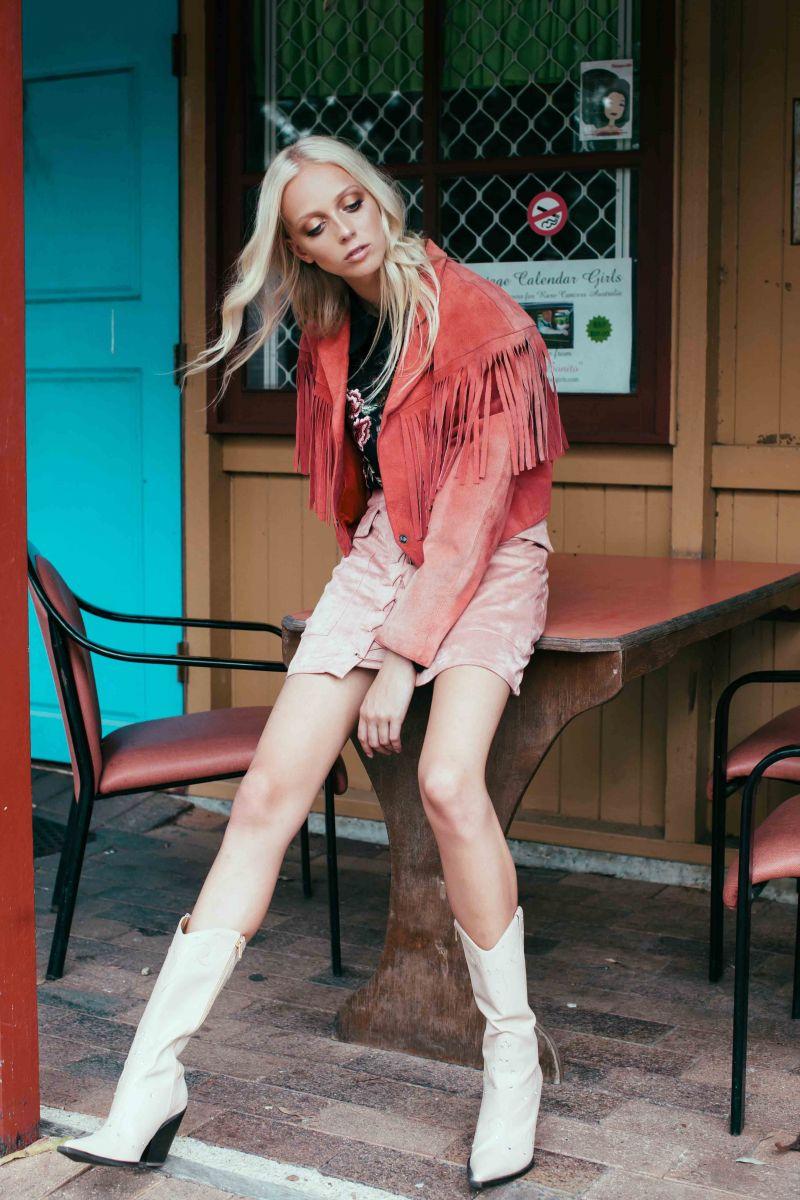 Balistarz-model-Brodie-Halford-fashion-portfolio-cowboy-style-red-jacket-and-cowboy-boot
