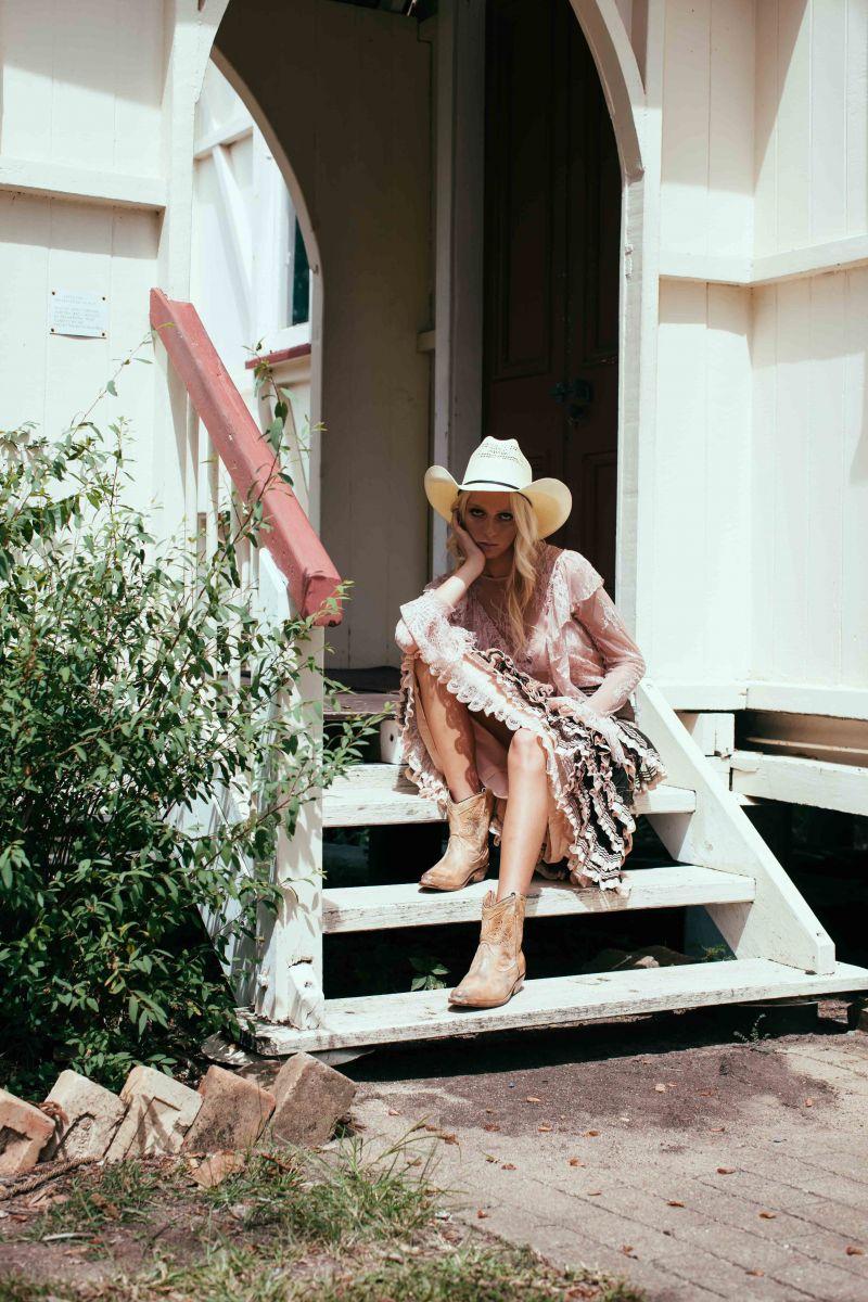 Balistarz-model-Brodie-Halford-fashion-portfolio-cowboy-girl-in-front-of-house