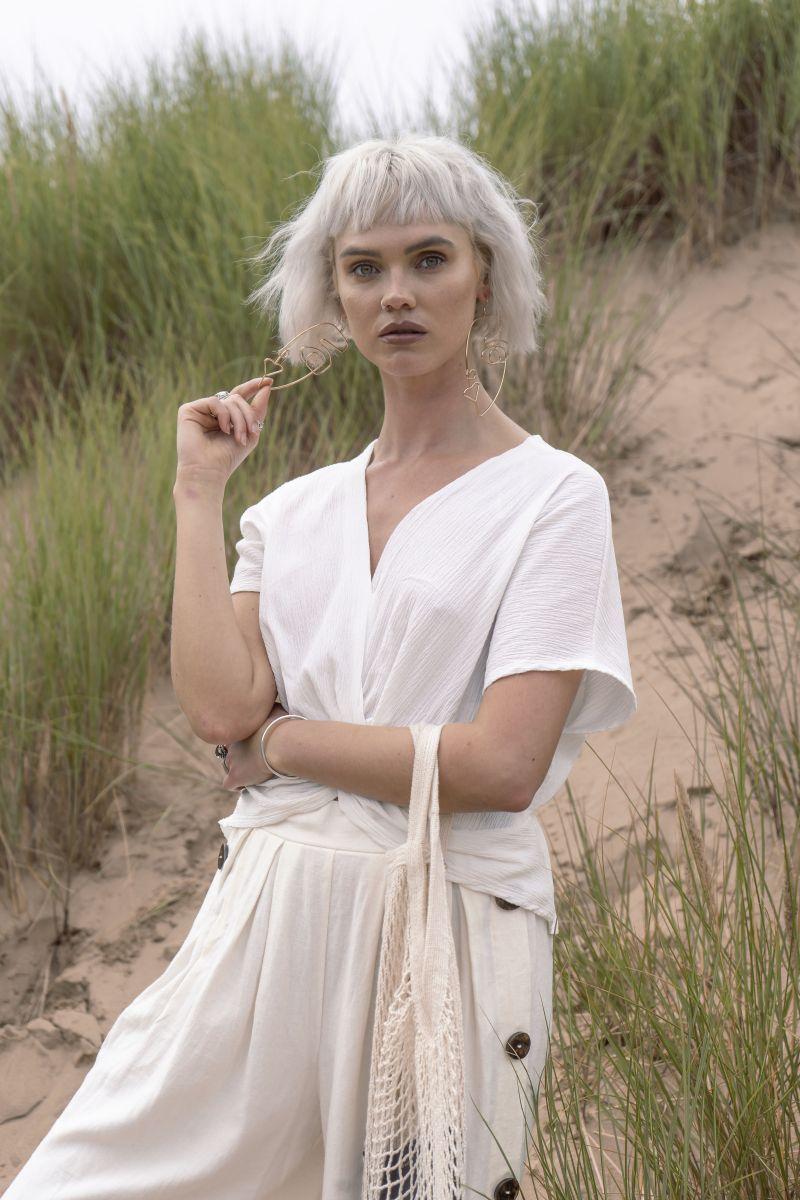 Balistarz-model-Chloe-Bell-portrait-shoot-in-a-white-top-with-grass