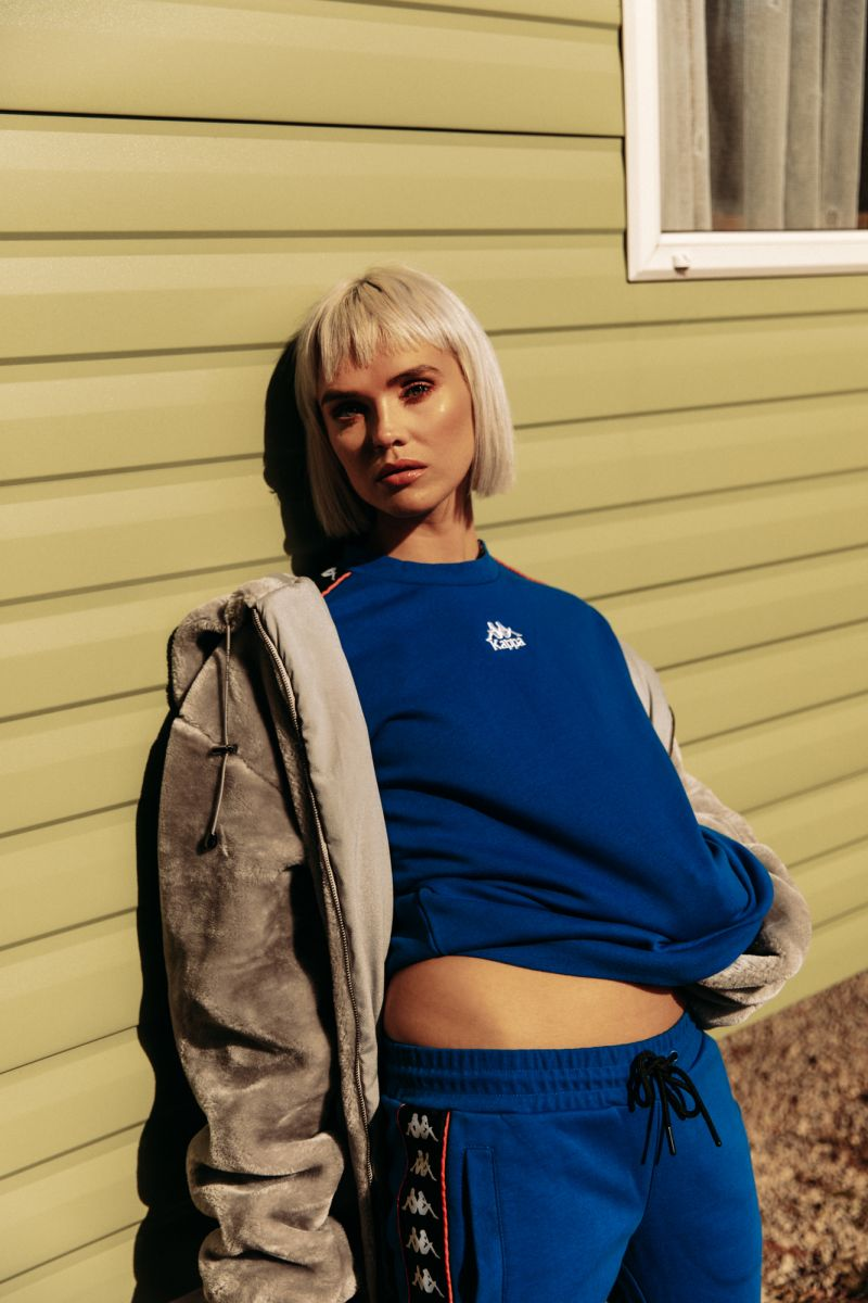 Balistarz-model-Chloe-Bell-portrait-shoot-in-blue-clothes-and-a-coat