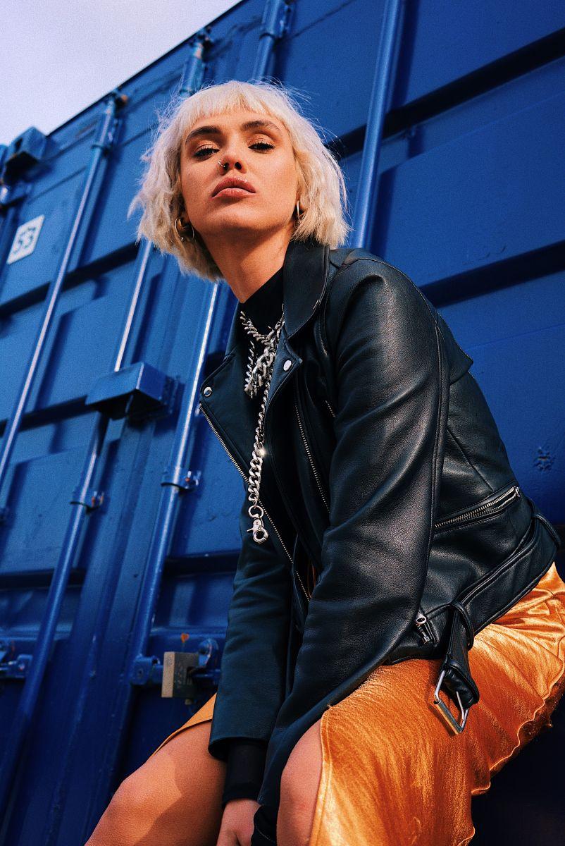 Balistarz-model-Chloe-Bell-portrait-shoot-in-a-leather-jacket-with-a-chain
